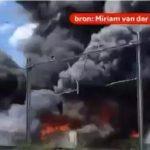荷兰西部某镇突发火灾,现场火势凶猛、黑烟冲天