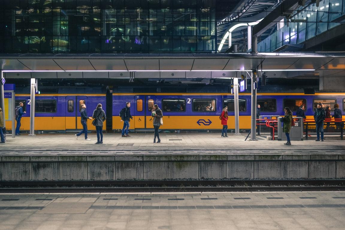 世界人民都酸了!乌特勒支火车站的这个秋千,简直圈粉无数啊
