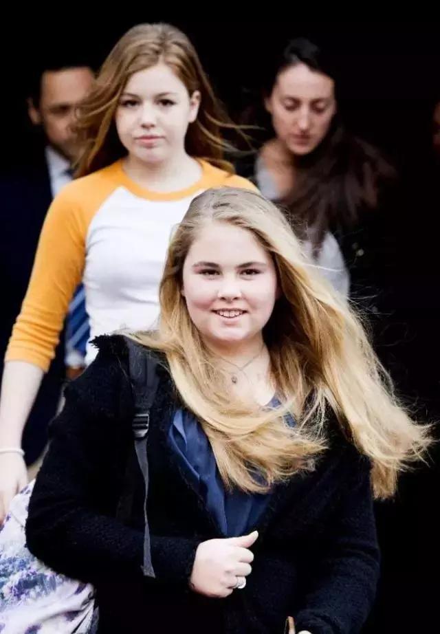 女大十八变!荷兰长公主容貌变化惊人,从圆嘟嘟变棱角分明
