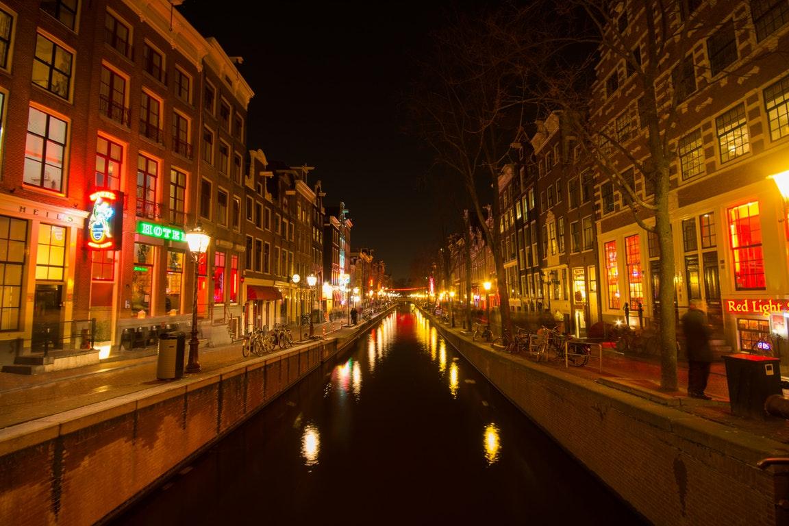 """荷兰""""红灯区""""将禁止旅游团前往,违者罚款还要被吊销导游证"""