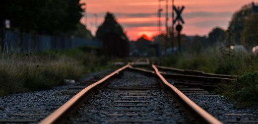 NS列车与汽车相撞,现场一人死亡