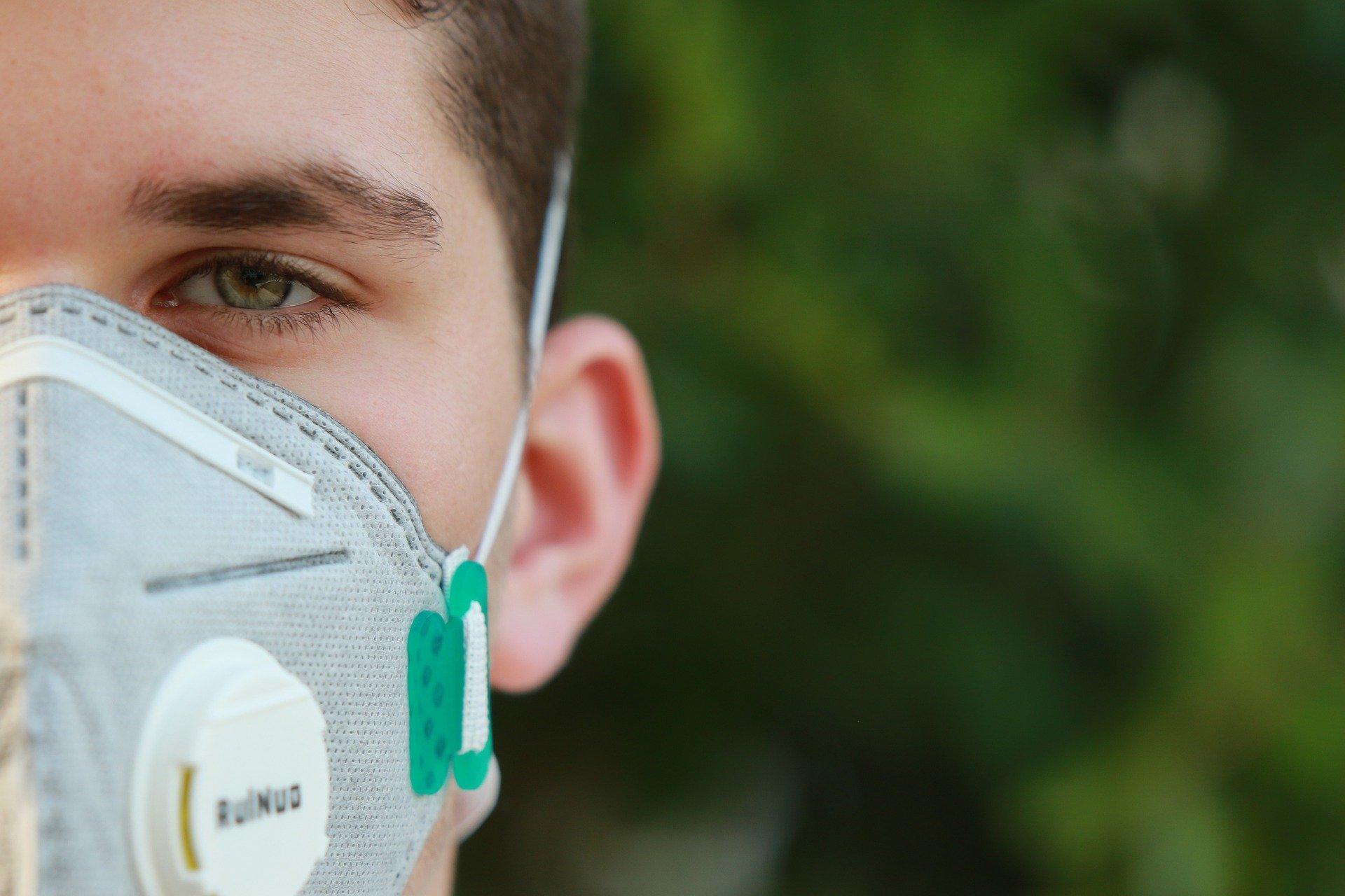 荷兰官方称口罩手套足够应对第二波疫情!过半数居民支持重罚